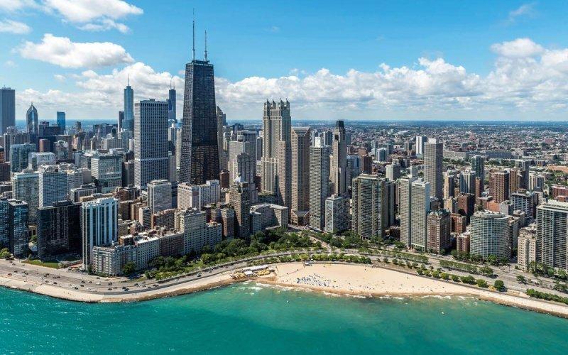 Chicago Apartments, Gold Coast Dining, Oak Street Beach