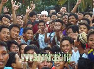 Kh. Abdul Ghofur Bersama Santri Sunan Drajat