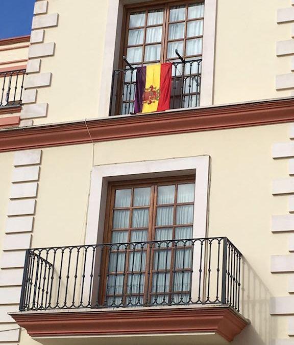 El PP pide explicaciones al gobierno municipal ante la instalación de una bandera republicana en un balcón del Ayuntamiento
