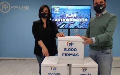 El PP de Sevilla recoge más de 5.000 firmas para reclamar la aprobación de una Ley Antiokupas