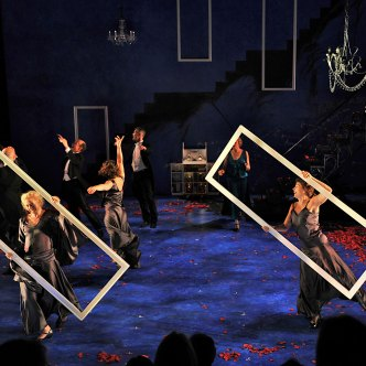 Set and Prop Design by Susan Zeeman Rogers, Costume Design by Oana Botez, Lighting Design by Keith Parham and Sound Design by Jane Shaw. - Photos: Richard Finkelstein