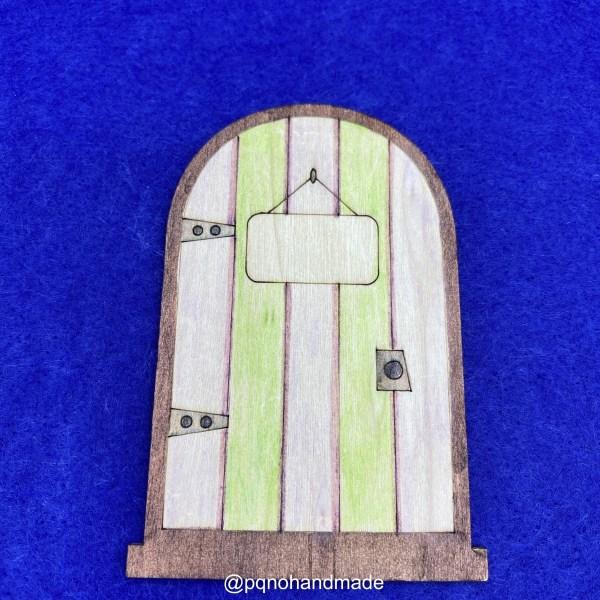 Puerta del Ratoncito Pérez o Hada de los Dientes con cartel y borde en la base para pintar manualidades y montar sobre zocalo manualidades pintada detalle