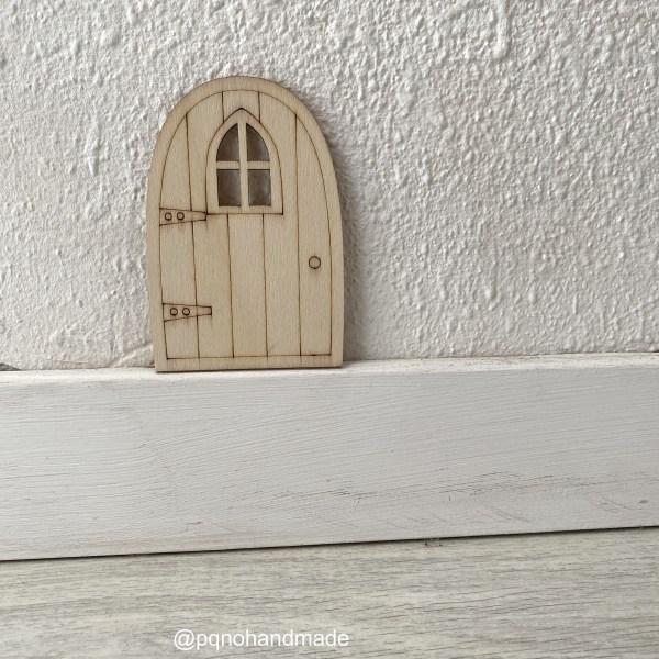 Puerta del Ratoncito Pérez o Hada de los Dientes con ventana para pintar manualidades y montar sobre zocalo manualidades