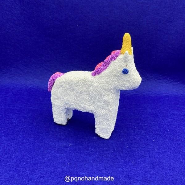 Unicornio foam clay de caballo papel mache de lado manualidades