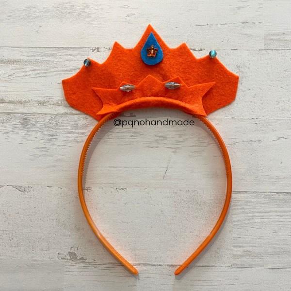 corona fieltro naranja con diadema