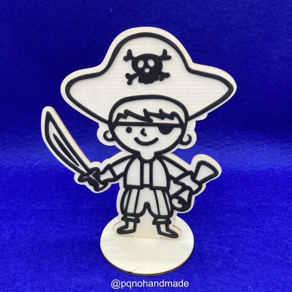 Pirata con sombrero de madera natural para pintar montado manualidades