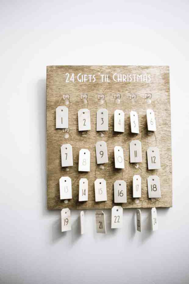 What better way to celebrate the coming holiday than 25 gifts of giving? The Christmas advent calendar will get you in the gift giving spirit #cricutmade #cricutholiday