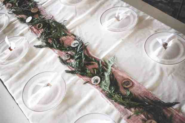 Who said you have to had to do dishes to have a beautiful tablescape?! Here are some tips to having a beautiful and disposable tablescape!
