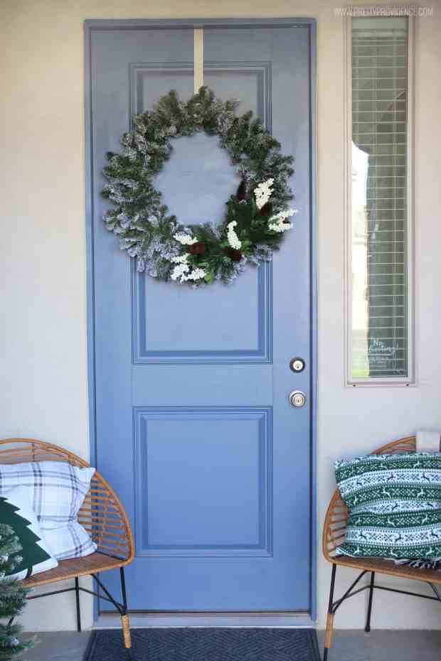 https://prettyprovidence.com/christmas-front-porch/#more-20636