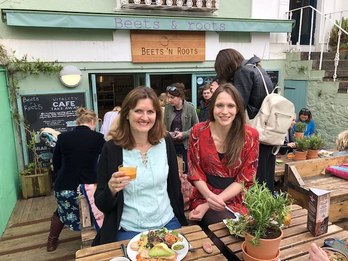 Do you know anywhere in Bristol which is vegan, vegetarian and family-friendly, has a great vibe, outdoor space AND serves super-tasty plant-based food? It turns out I do. Wahoo! Click through to find out more about Beets n Roots cafe!