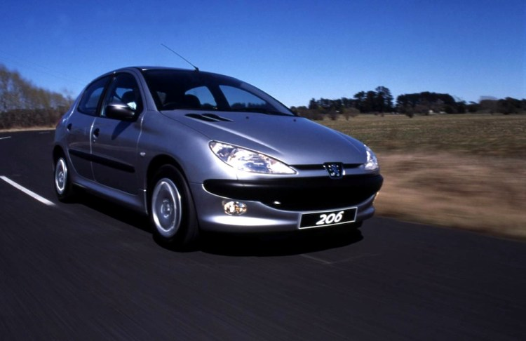 Tony Bosworth bought a Peugeot 206 XT despite the best intentions of the dealer.