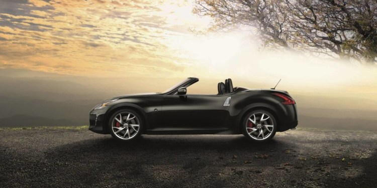 Nissan 370Z coupe and roadster now $10,000 cheaper