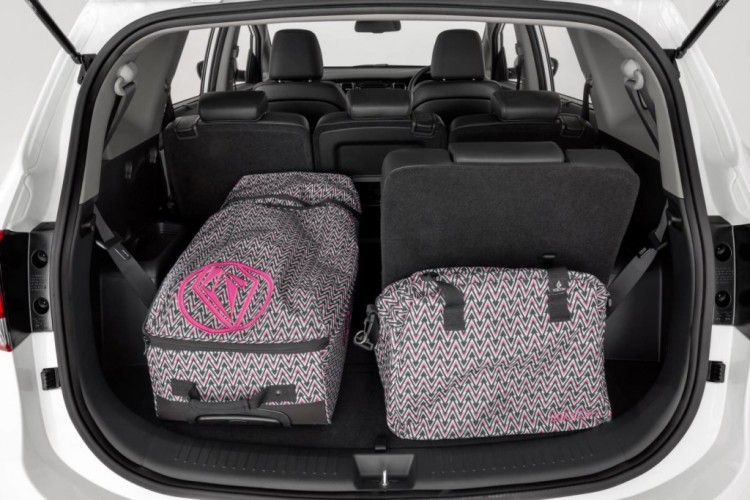 2+3+2 seating option in the Kia Rondo makes it practical, but the inability to fit a child seat in the third row reduces its practicality
