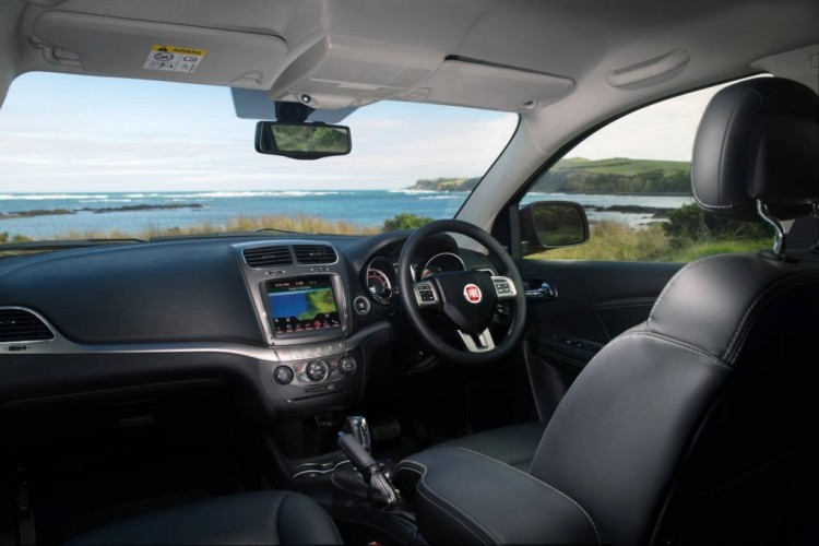 2014 Fiat Freemont Crossroad review