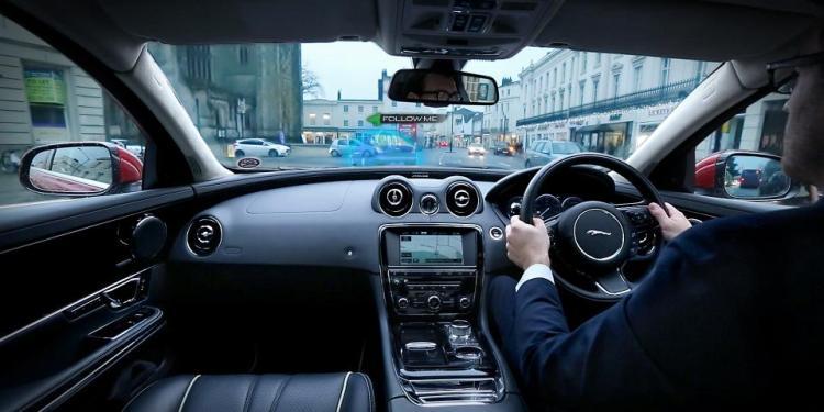 Jaguar Land Rover reveals virtual windscreen