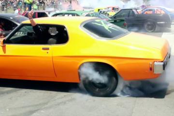 103 cars set world record for simultaneous burnouts at Summernats 28