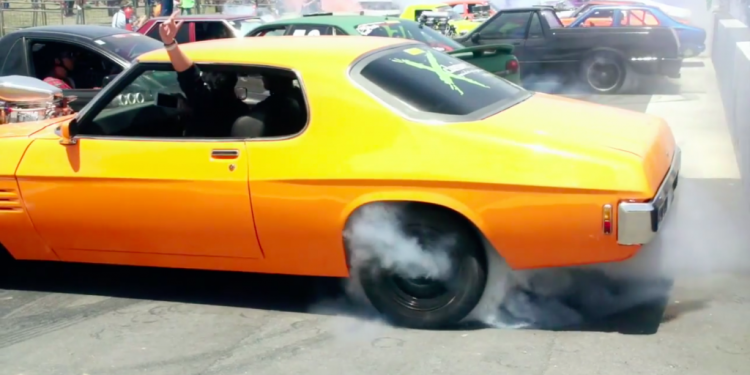 103 cars set world record for simultaneous burnouts at Summernats 28