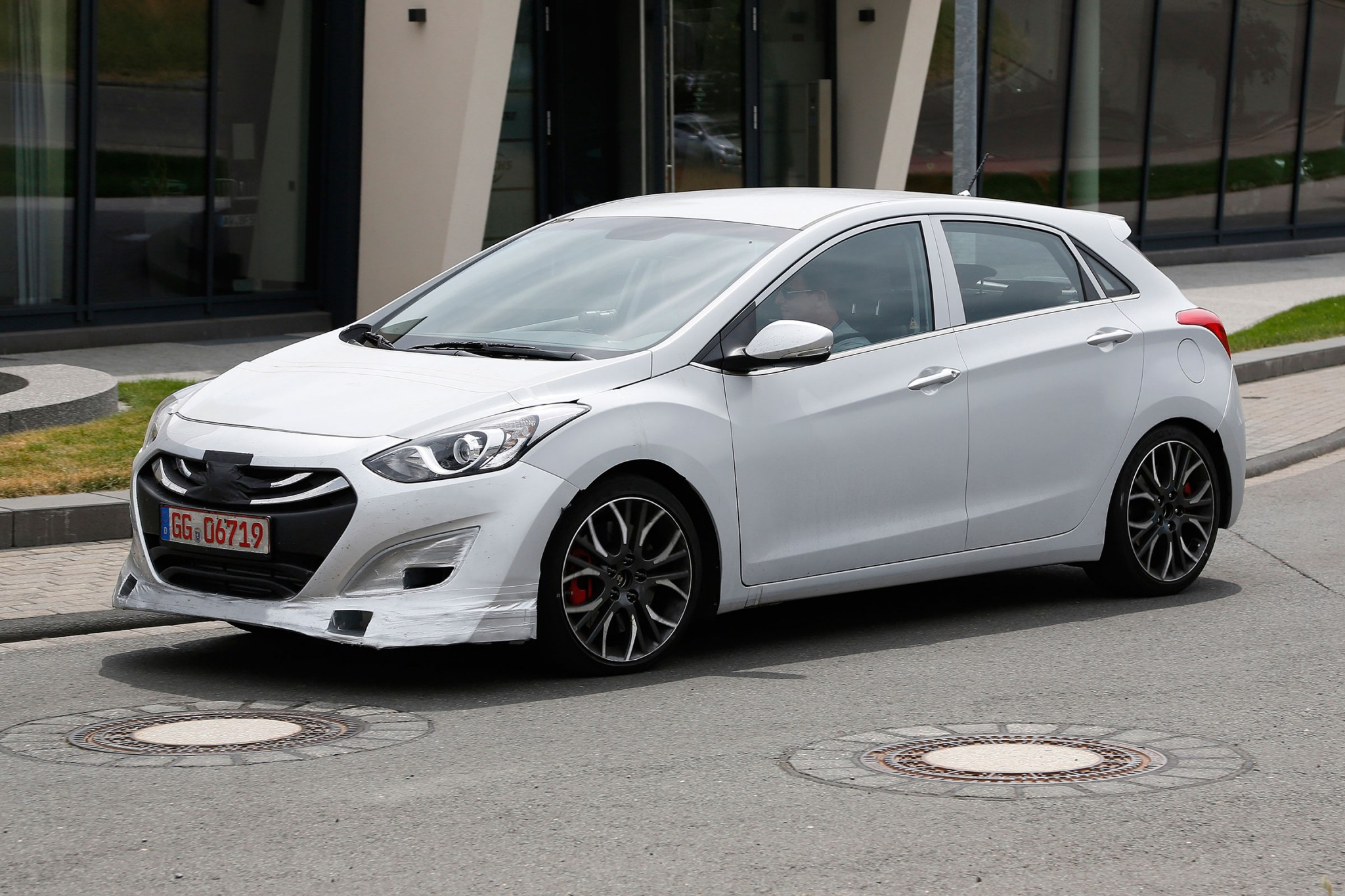 hyundai i30 hot hatch spied practical motoring. Black Bedroom Furniture Sets. Home Design Ideas