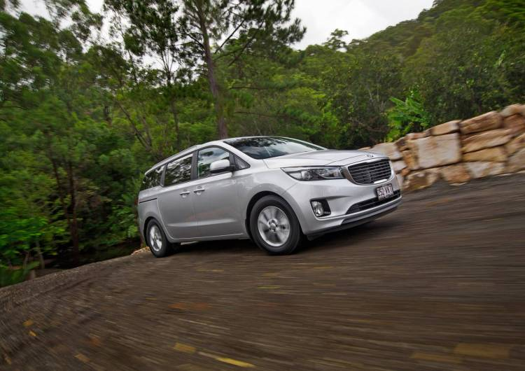 2015 Kia Carnival Si car review