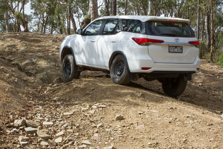 Kelebihan Toyota Fortuner 4X4 Tangguh