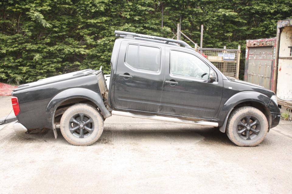 nissan d40 navara caught up in chassis snap drama. Black Bedroom Furniture Sets. Home Design Ideas