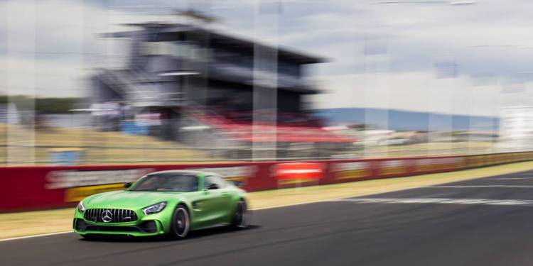 Bernd Schneider sets a lap record around Mt Panorama