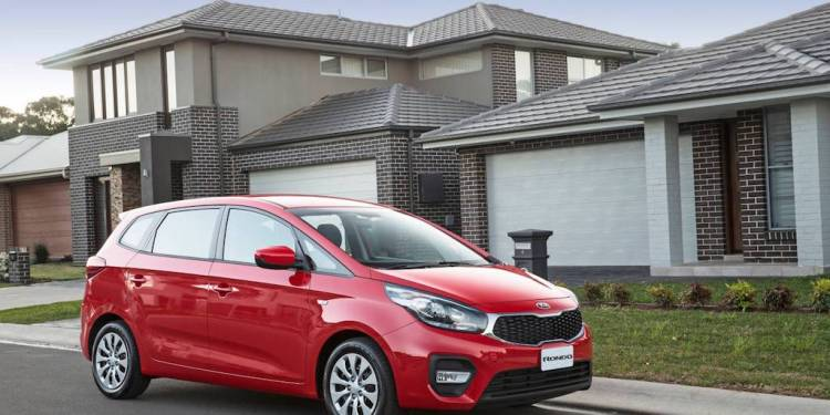 2017 Kia Rondo S Review by Practical Motoring