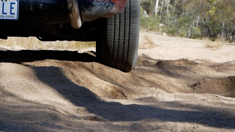 By lowering the tyre pressure, you can see how the tyre deforms to the terrain rather than digging into the sand.