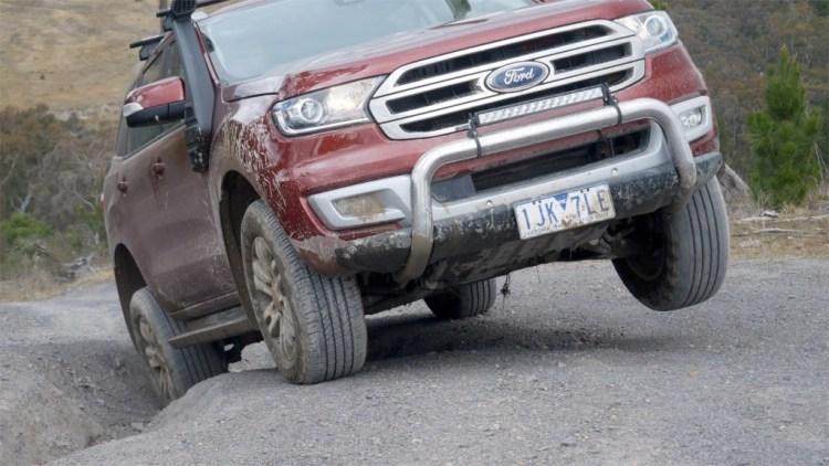 Ford Everest traversing a deep rut