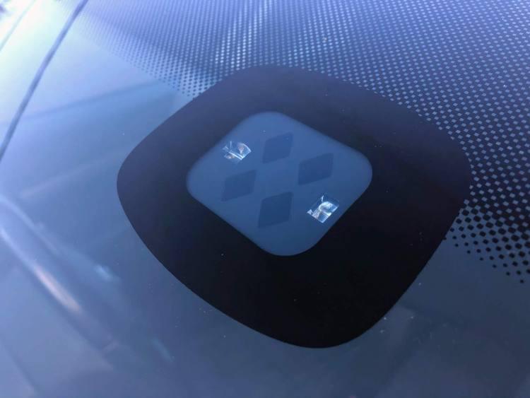 how a rain-sensing windscreen wiper works