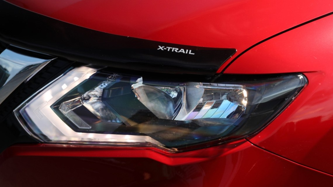 Nissan X-Trail N-Trek headlight