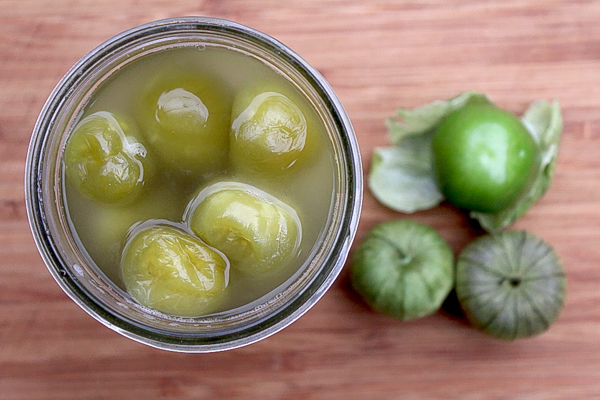 Hot packing tomatillos for canning