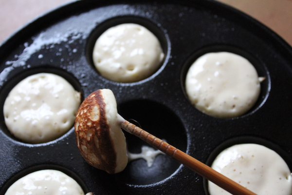 How to Flip poffertjes - step 2