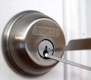 Lock Picking Schlage Lock