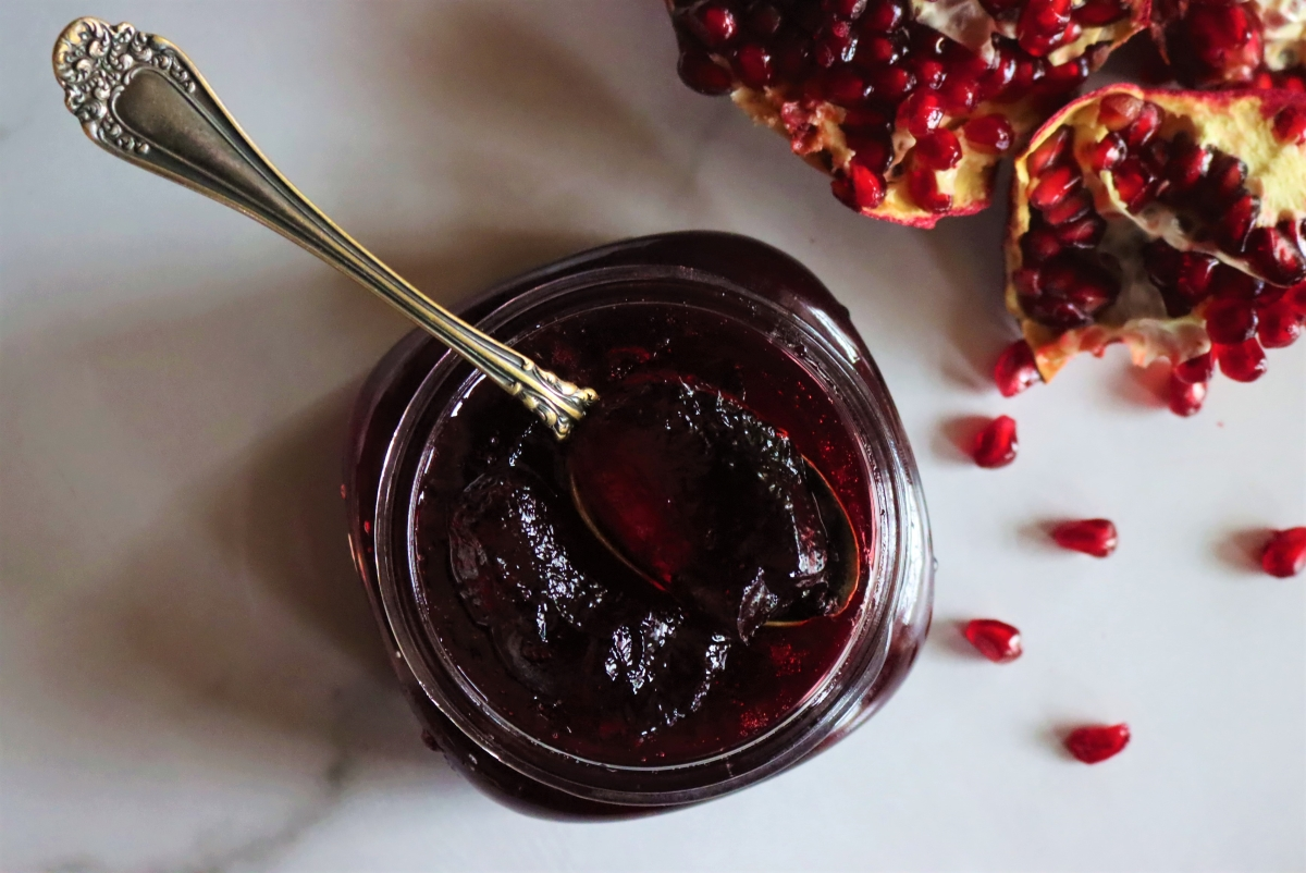 Homemade Pomegranate Jelly