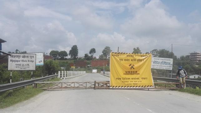 पोखराको विजयपुर पुलमा आवतजावत रोकेर मर्मत कार्य शुरु