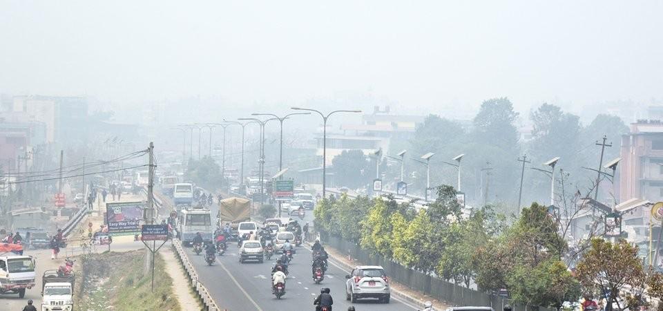 देशभर प्रदूषण बढ्यो, तापमान घट्यो