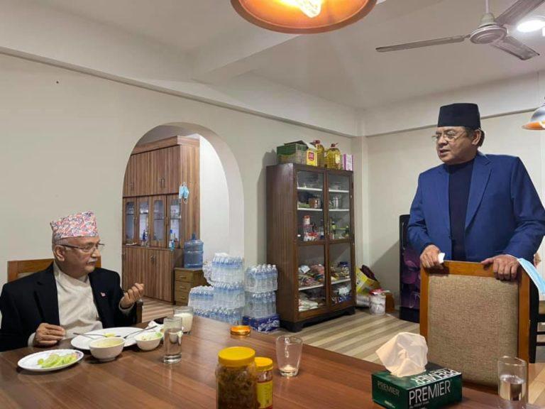 नेता वामदेव गौतमसँग एमाले अध्यक्ष केपी ओलीको डिनर मिटिङ (फाेटाे फिचर)