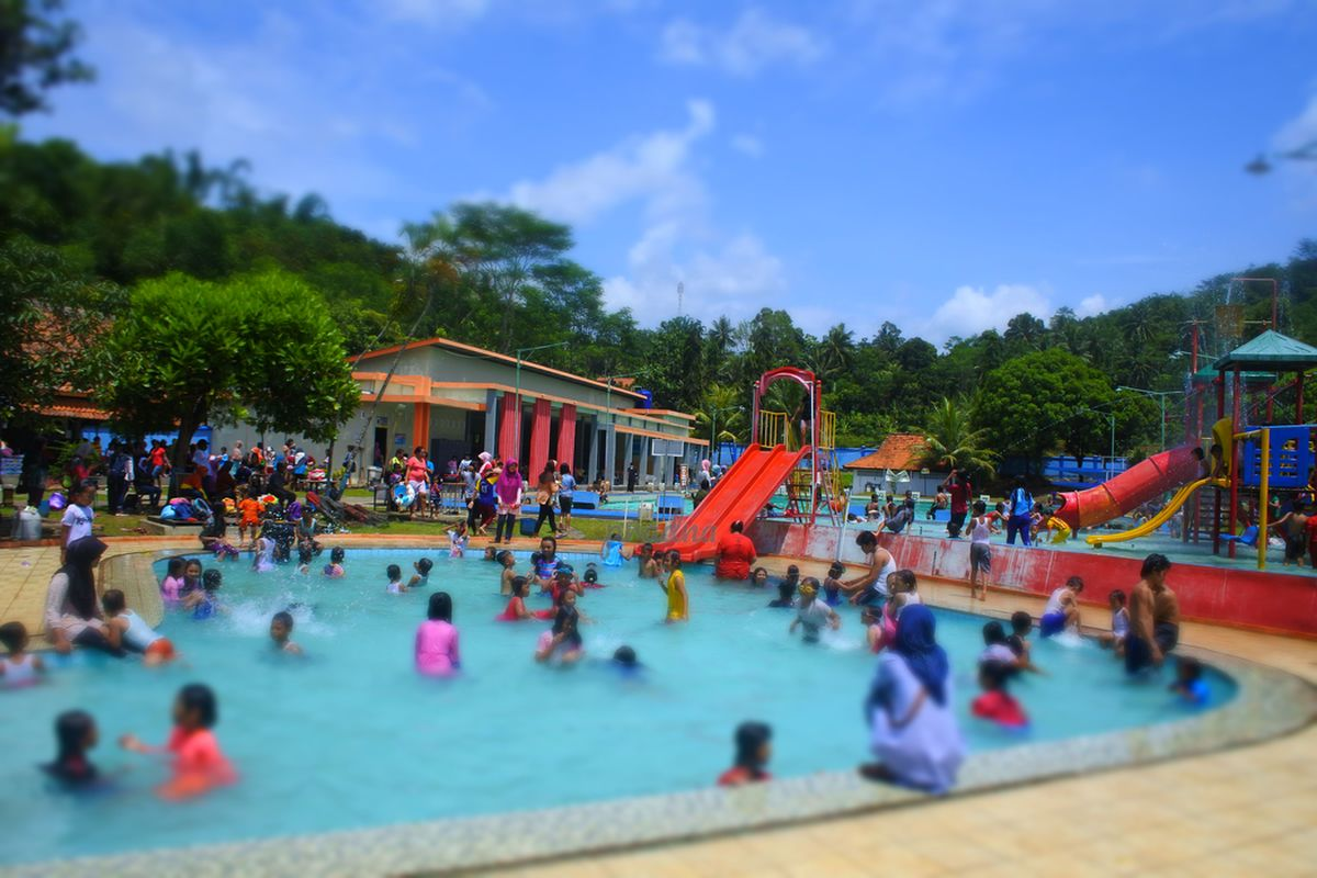 fotografi kolam renang artha tirta purworejo