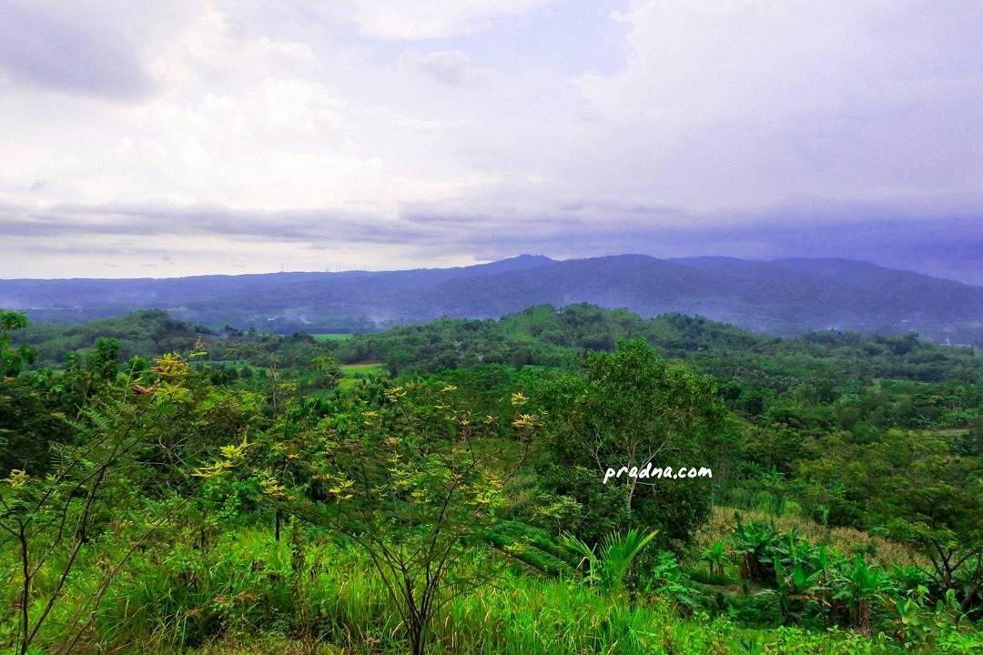 fotografi panorama diatas-bukit desa wlahar wetan banyumas