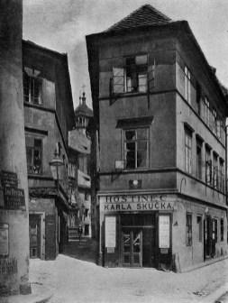 Staronová synagoga, 1902. Retuschierte Fotografie Jindřich Eckert. © Národní knihovna ČR. https://goo.gl/zFjP2H