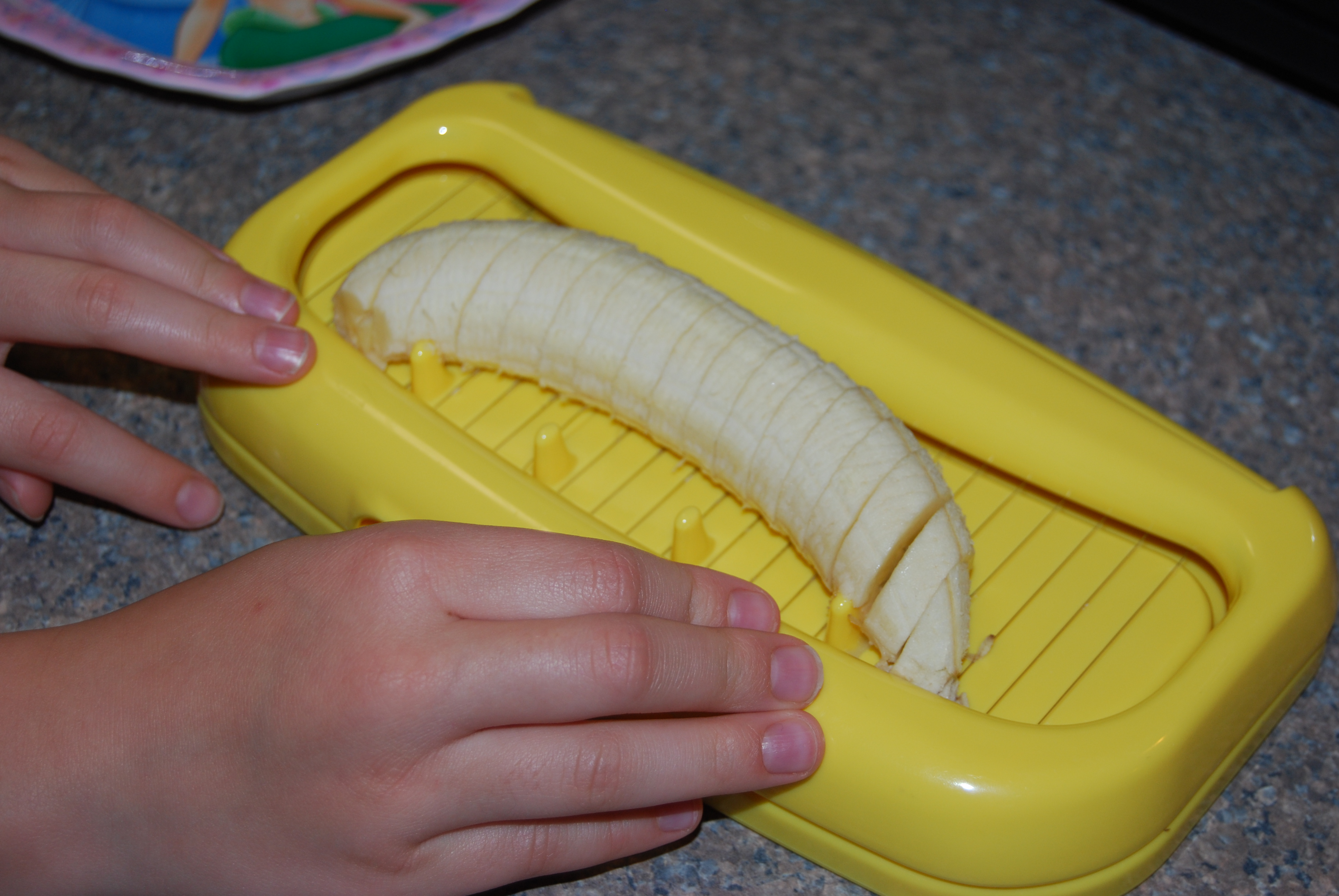 how to keep bananas fresh after cutting