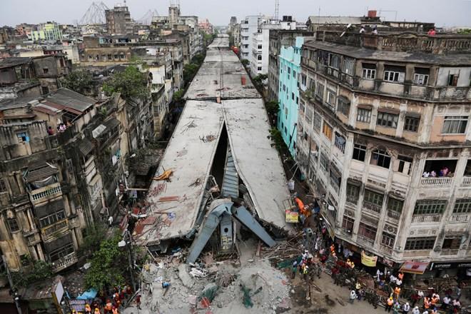 collapse-of-a-half-built-bridge-in-the-city-of-calcutta
