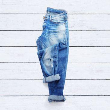 flat lay boyfriend jeans