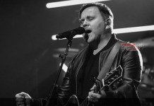 [MUSIC] Matt Redman - Jesus Your Name (Acoustic) 1