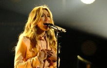 """Lauren Daigle Delivers Amazing """"Hold On To Me"""" Performance On 'The Voice' Finale"""