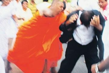 Lawyer assaulted in Sri Lanka