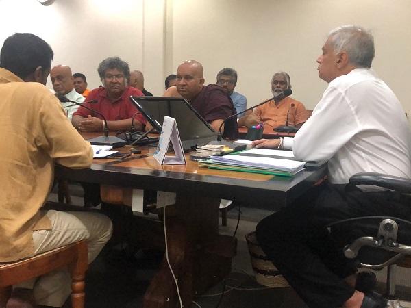 Ranil meets civil society groups