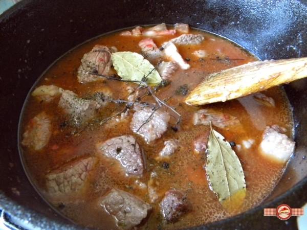 carne de vită bourguignon1
