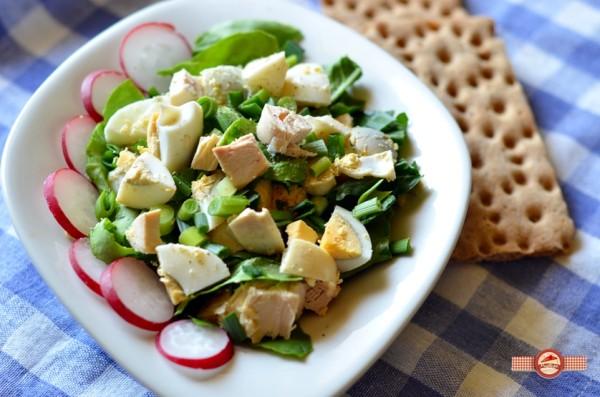 Salata cu oua si piept de pui